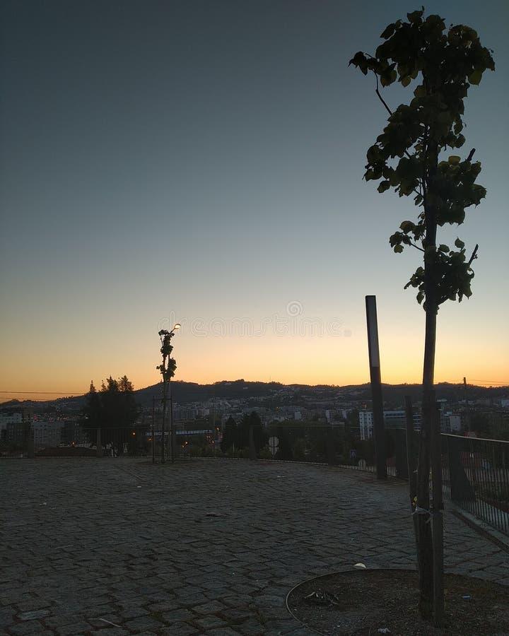 Solnedgång från en liten portugisisk stad fotografering för bildbyråer