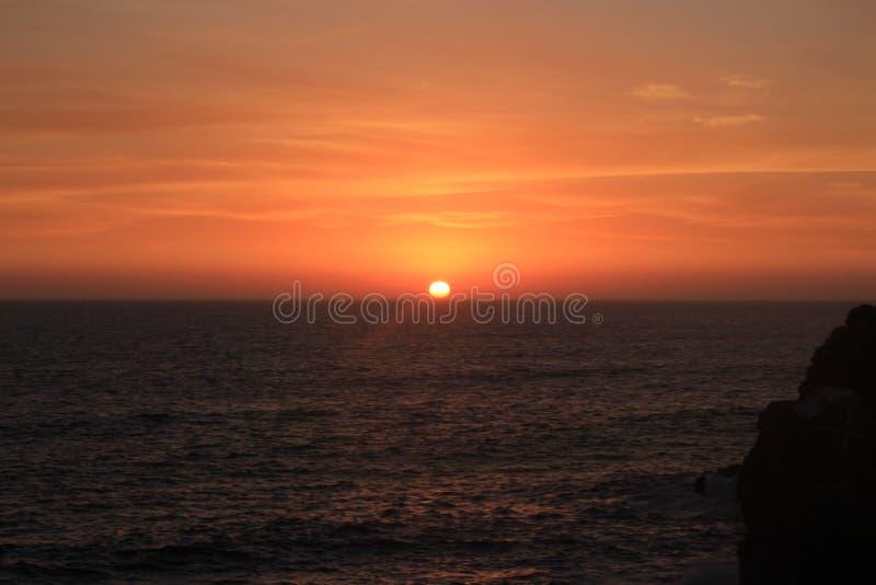 Solnedgång från Punta Hermosa, Lima Perú arkivbilder