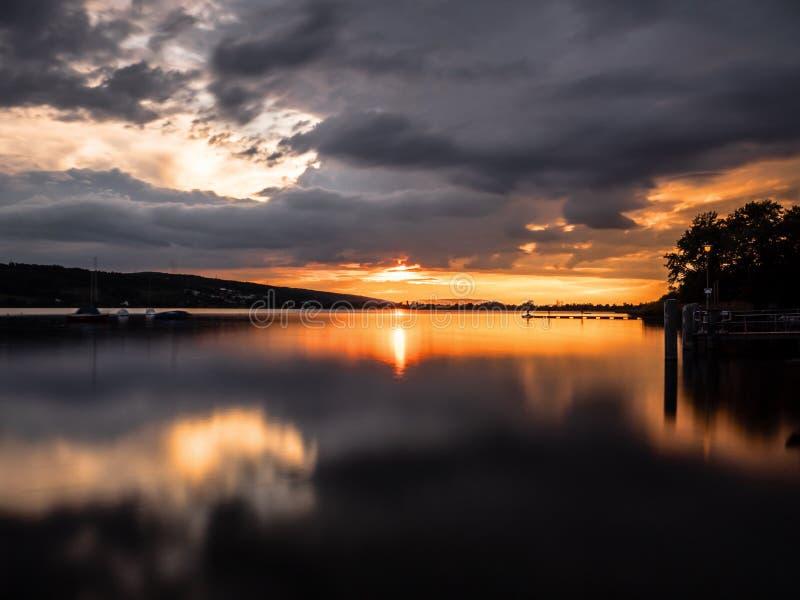 Solnedgång @ Greifensee fotografering för bildbyråer