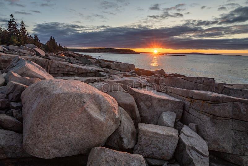 Solnedgång i Acadianationalpark royaltyfria foton