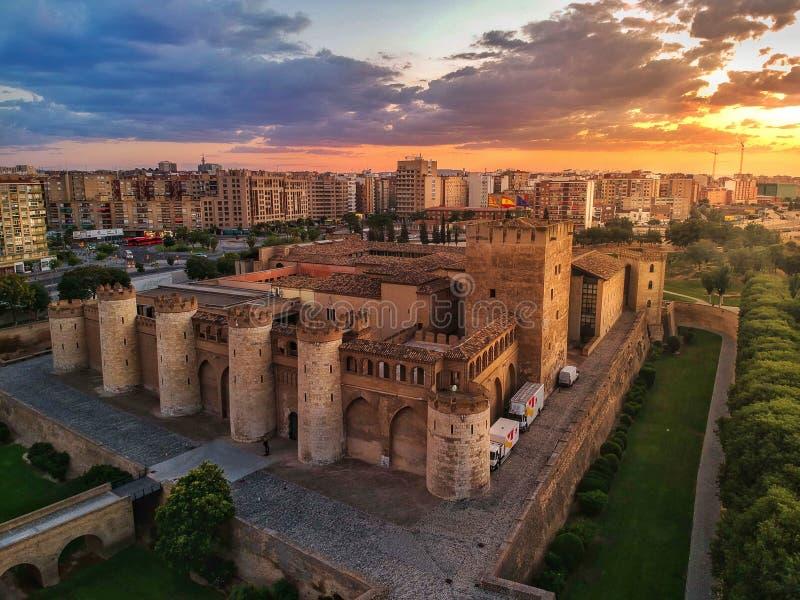 Solnedgång i Aljaferia av Zaragoza royaltyfri fotografi