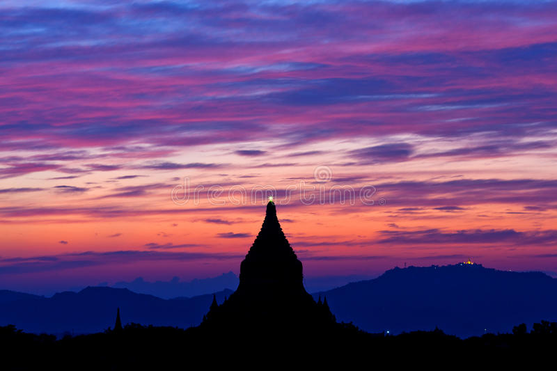 Solnedgång i Bagan, Myanmar, South East Asia royaltyfri fotografi