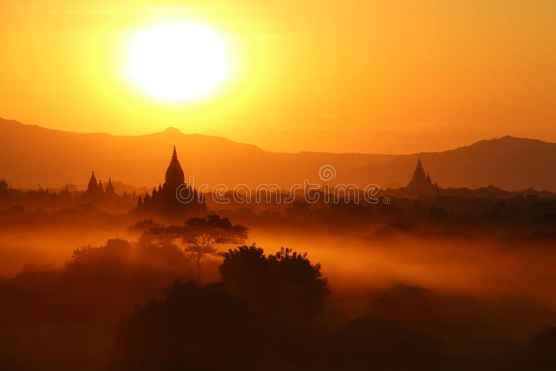 Solnedgång i Bagar, Myanmar Burma royaltyfria bilder