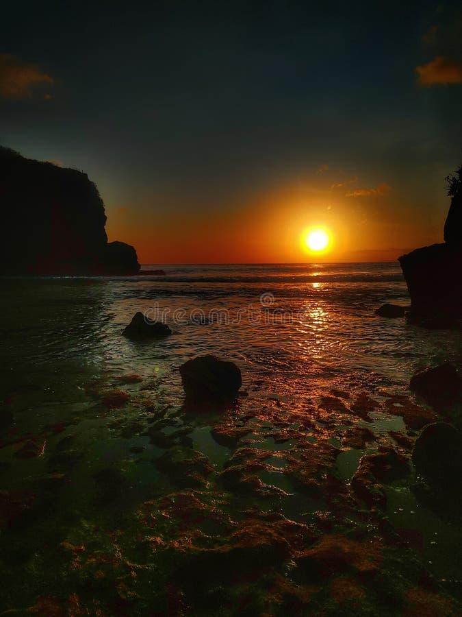 Solnedgång i batu bengkung strand malang indonesia fotografering för bildbyråer