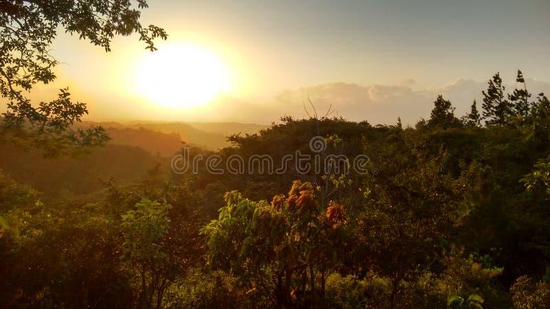 Solnedgång i Cabuya arkivfoto