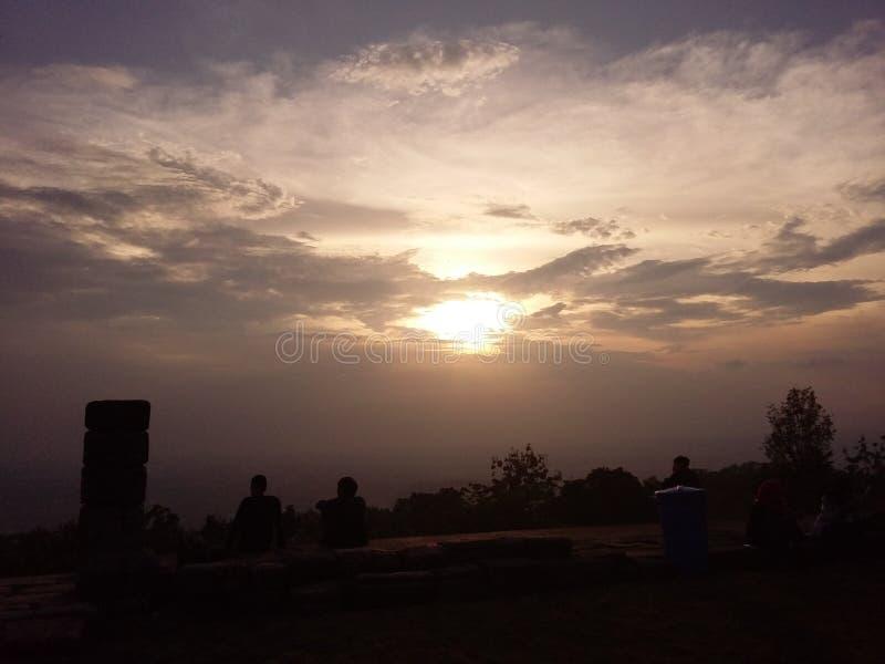 Solnedgång i Candi Ijo Yogyakarta royaltyfri fotografi