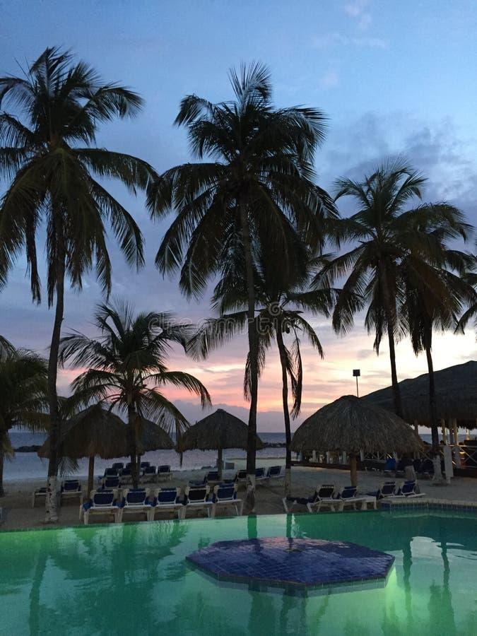Solnedgång i Curacao royaltyfri bild