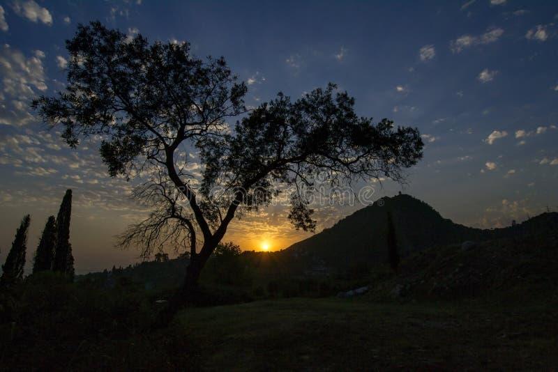 Solnedgång i de ljuva bergen-alltid arkivfoto