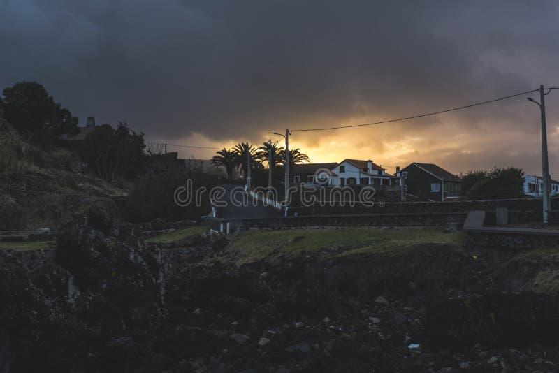 Solnedgång i de portugisiska Azoresna fotografering för bildbyråer