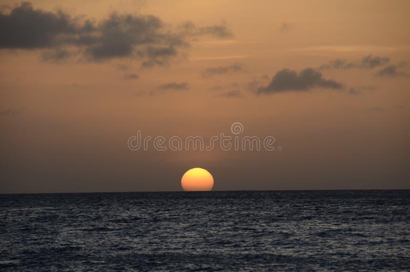 Solnedgång i den Curacao ön, karibiskt hav arkivfoto