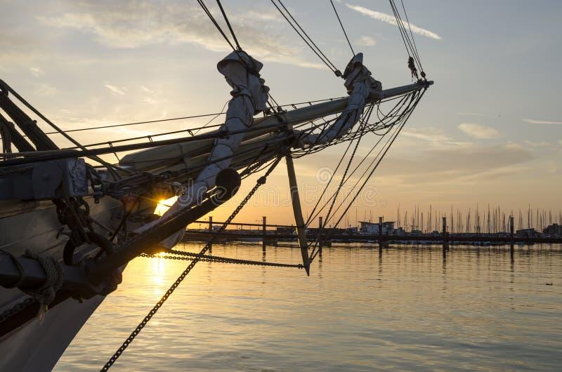 Solnedgång i den Helsingborg marina arkivbilder