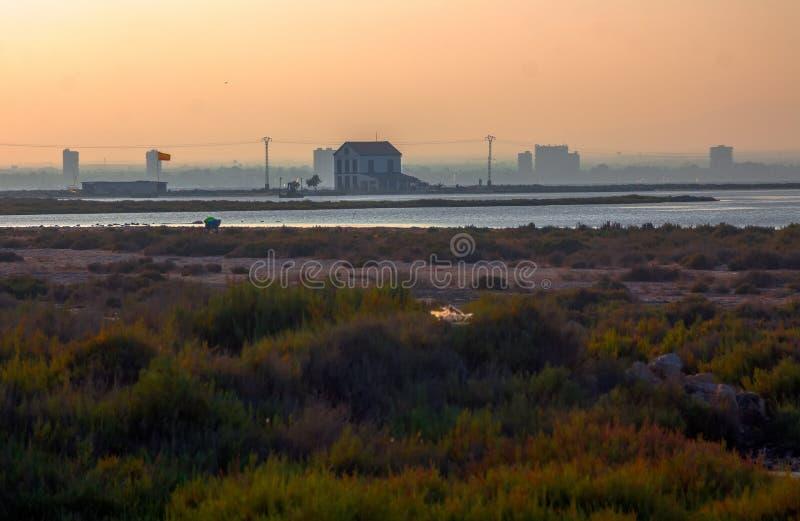 Solnedgång i den naturliga reserven av San Javier, Spanien royaltyfria foton