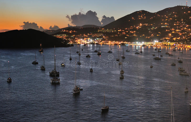 Solnedgång i den St Thomas ön arkivbild
