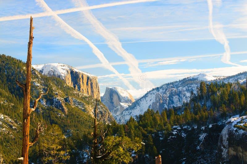 Solnedgång i den Yosemite dalen arkivfoto