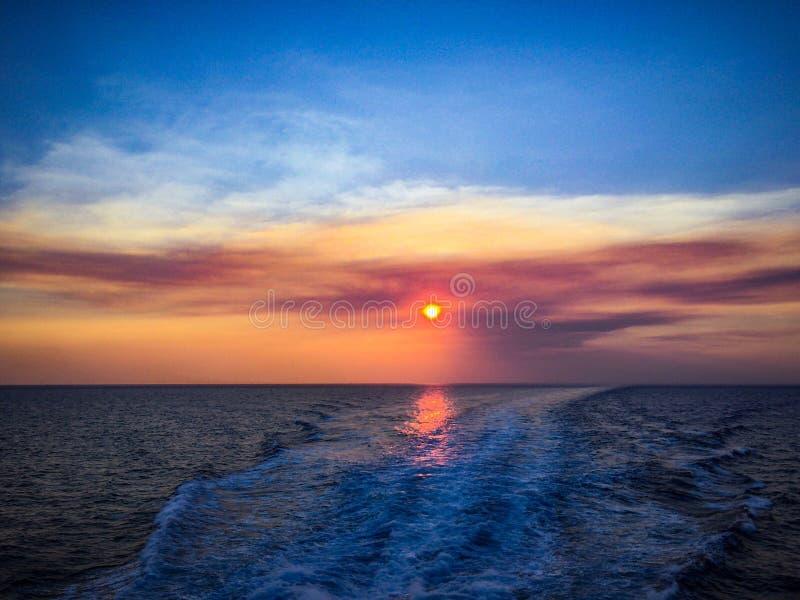 Solnedgång i det Aegean havet arkivfoto