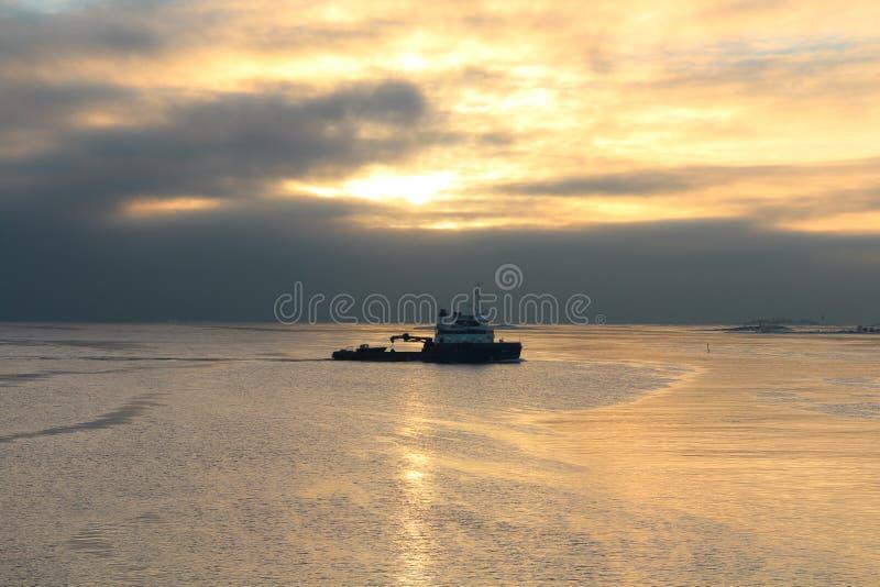 Solnedgång i Finland royaltyfri bild