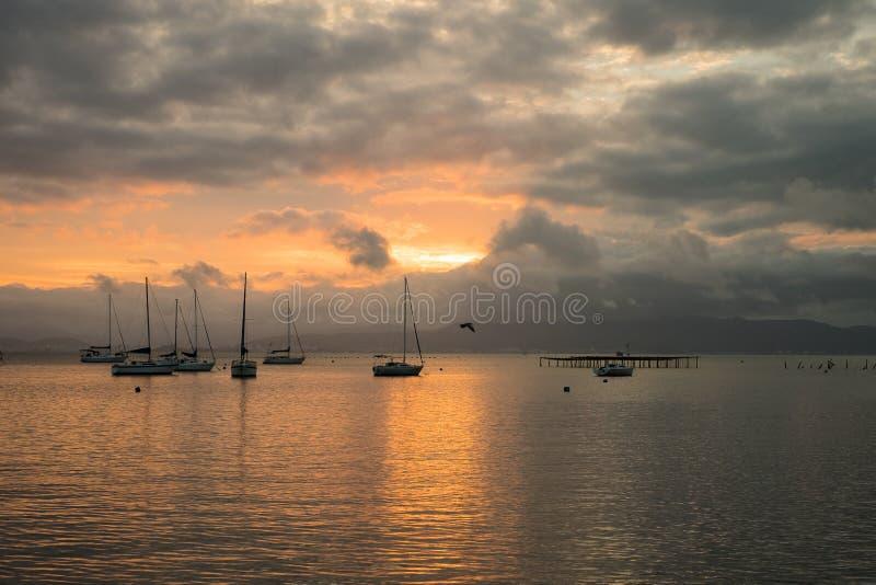 Solnedgång i Florianopolis - Santa Catarina, Brasilien royaltyfri foto