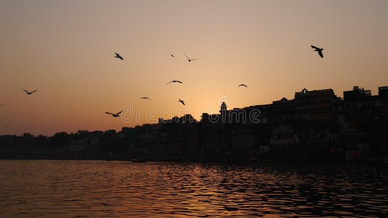 Solnedgång i Ganga royaltyfri foto