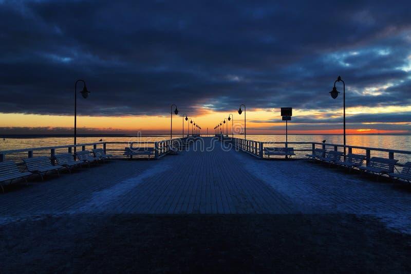 Solnedgång i Gdynia/Polen, Molo i Orlowo fotografering för bildbyråer