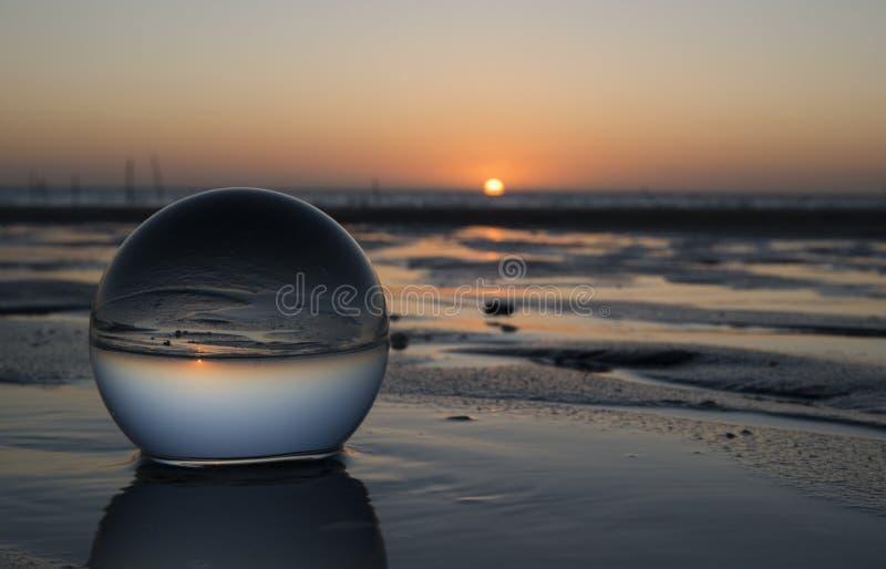 Solnedgång i glass shpere royaltyfria bilder