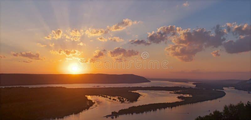 Solnedgång i höst i Ryssland arkivfoto