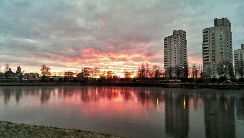 Solnedgång i Homieĺ arkivfoton
