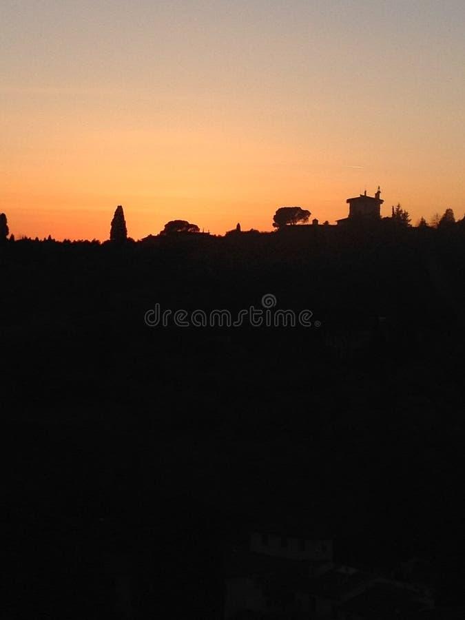 Solnedgång i italienskt land arkivfoto