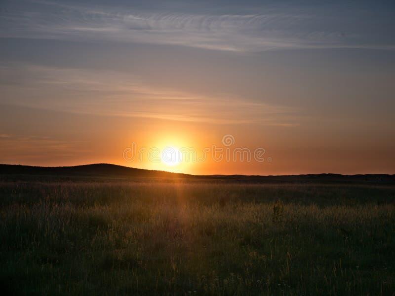 Solnedgång i Kazakhstäppen arkivbilder