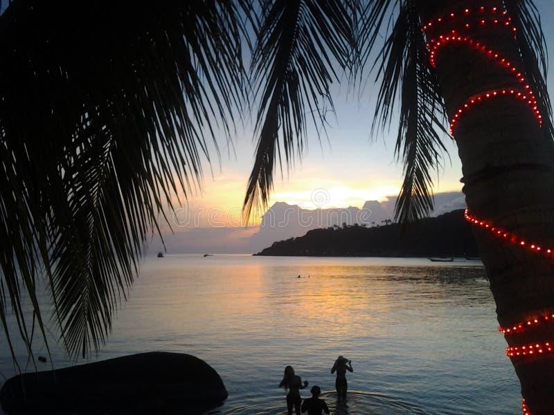 Solnedgång i Koh Tao royaltyfri bild