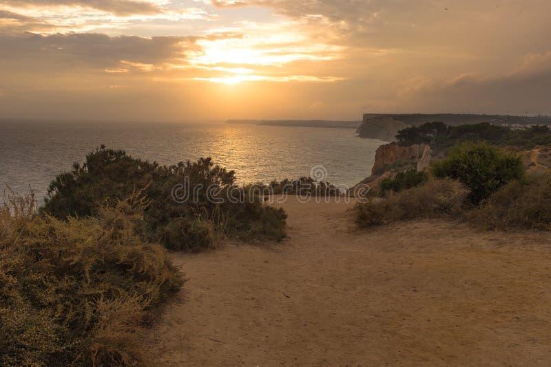 Solnedgång i Lagos, Portugal arkivbilder