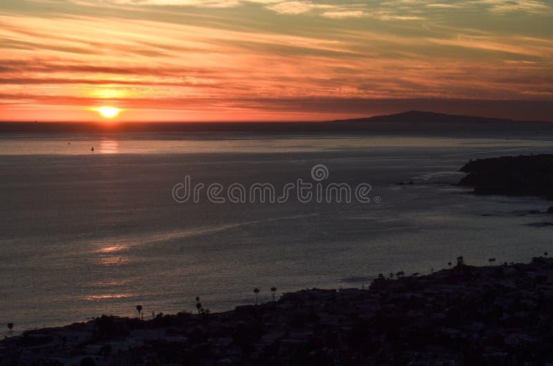 Solnedgång i Laguna Beach royaltyfri bild