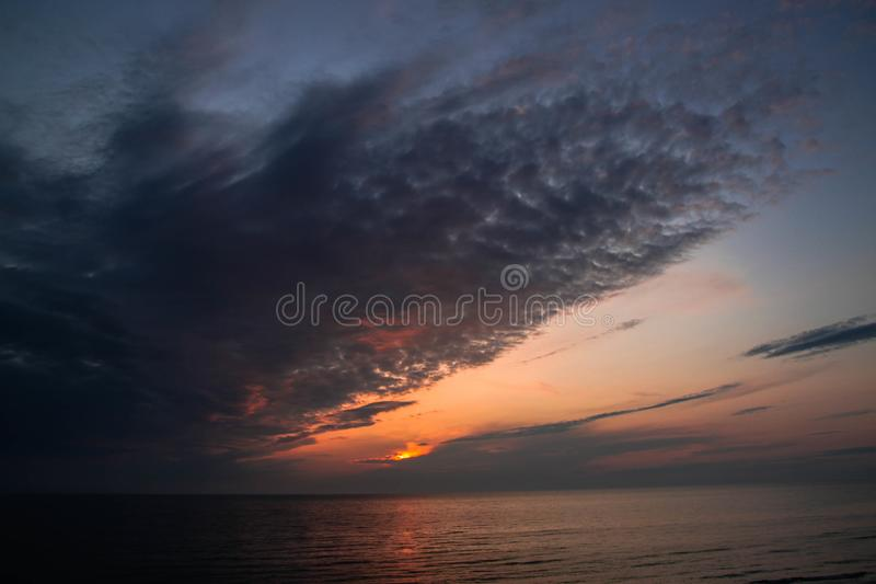 Solnedgång i Lettland royaltyfria foton