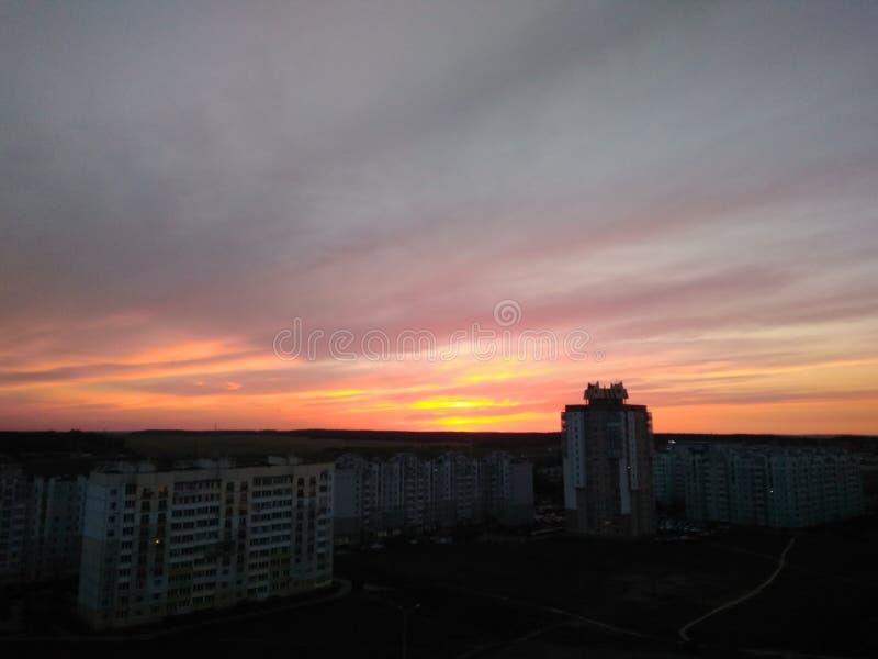 Solnedgång i Minsk royaltyfria bilder