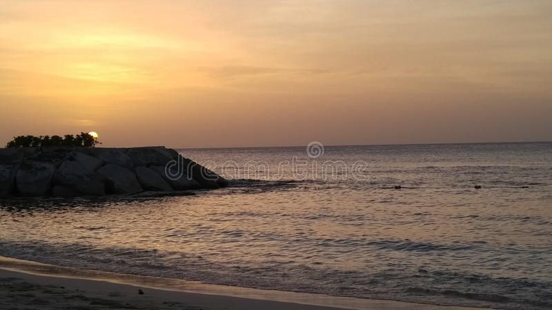 Solnedgång i Montego Bay, Jamaica royaltyfria foton