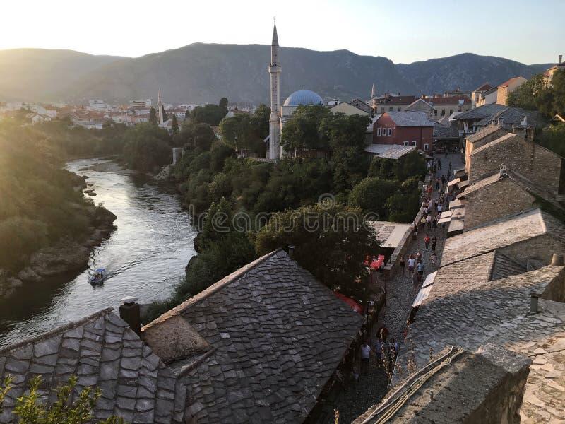Solnedgång i Mostar, Bosnien och Hercegovina fotografering för bildbyråer