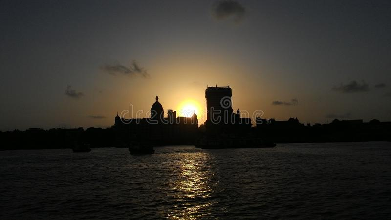 Solnedgång i Mumbai arkivbild