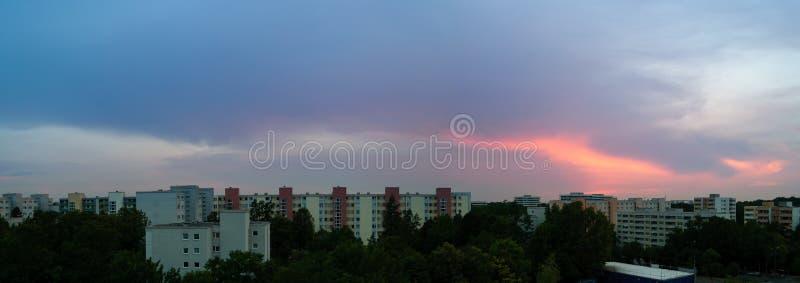 Solnedgång i Munich - Neuperlach royaltyfria foton