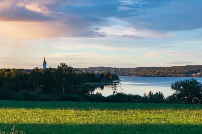 Solnedgång i Nora, Sverige fotografering för bildbyråer