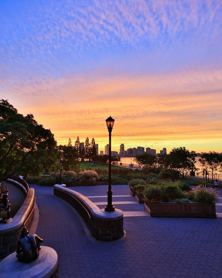 Solnedgång i NYC royaltyfri fotografi