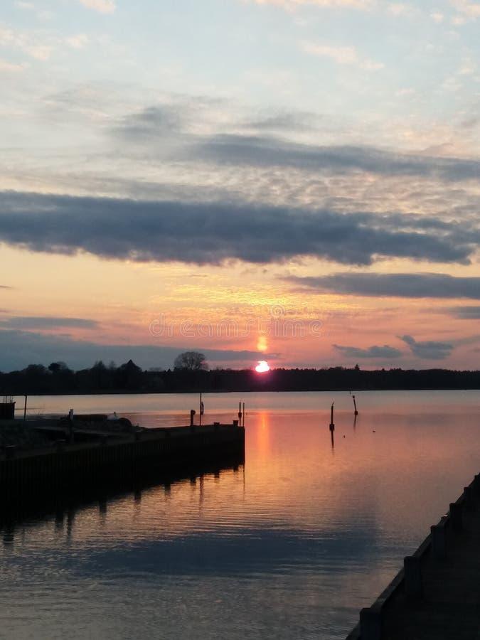 Solnedgång i Nykobing arkivfoto