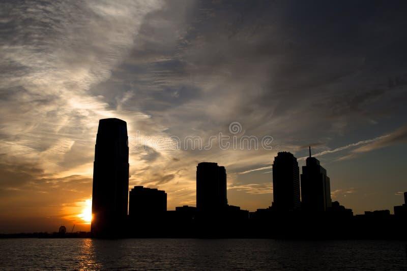 Solnedgång i nytt - ärmlös tröja arkivbild