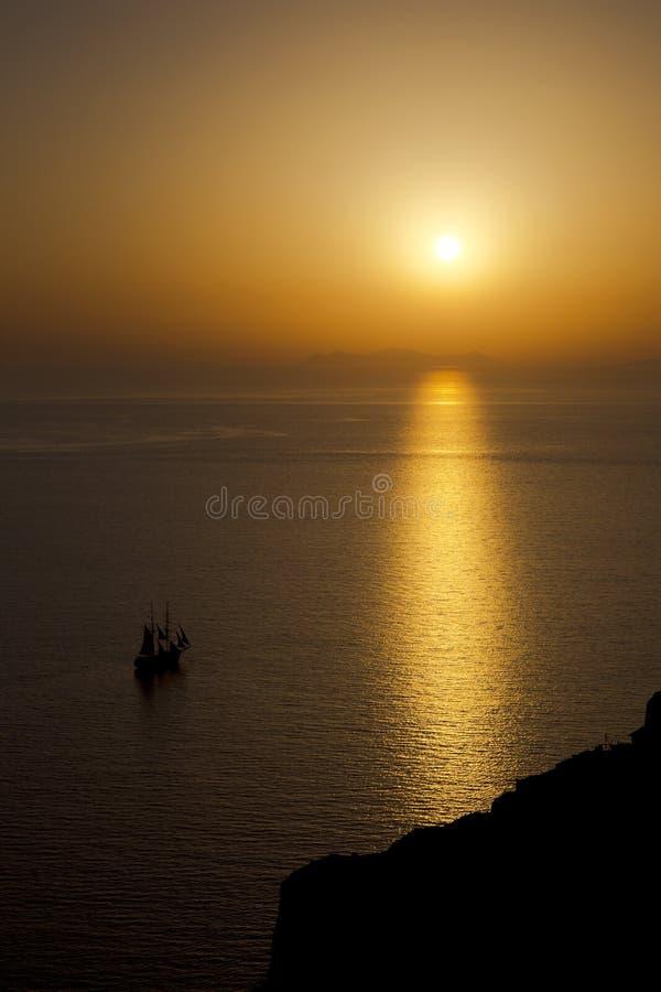 Solnedgång i Oia arkivbilder