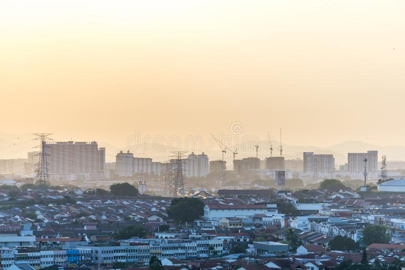 Solnedgång i Petaling Jaya, Selangor, Malaysia royaltyfri bild