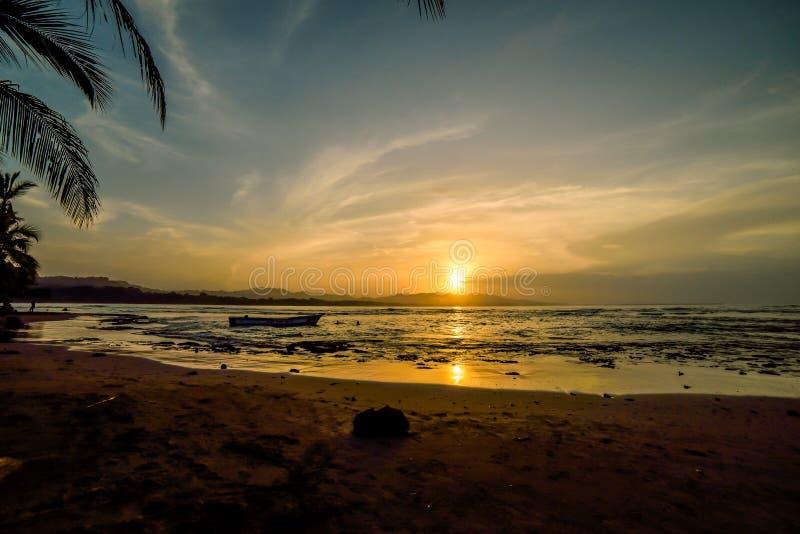 Solnedgång i Puerto Viejo royaltyfri fotografi