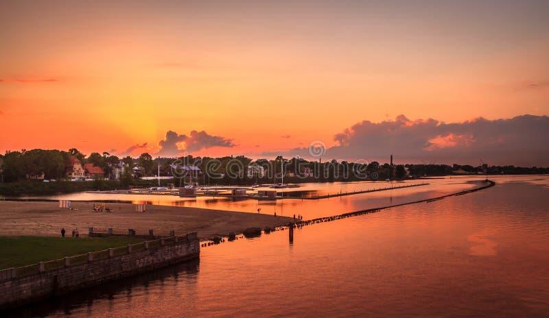 Solnedgång i Riga, Lettland royaltyfria foton