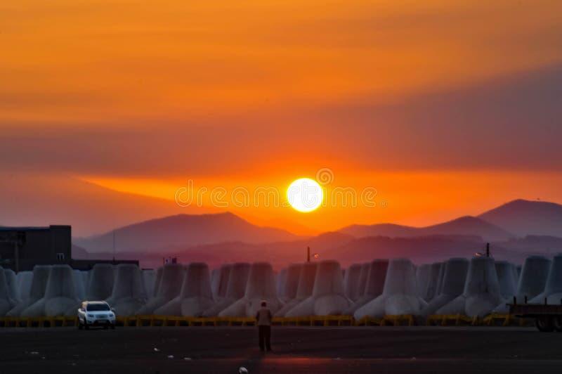 Solnedgång i Seongsan port arkivbild