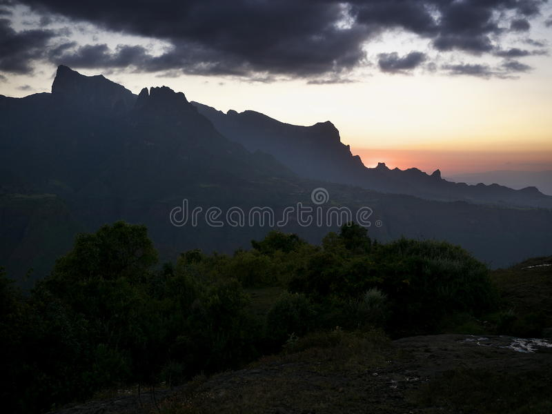 Solnedgång i Simien berg arkivbilder