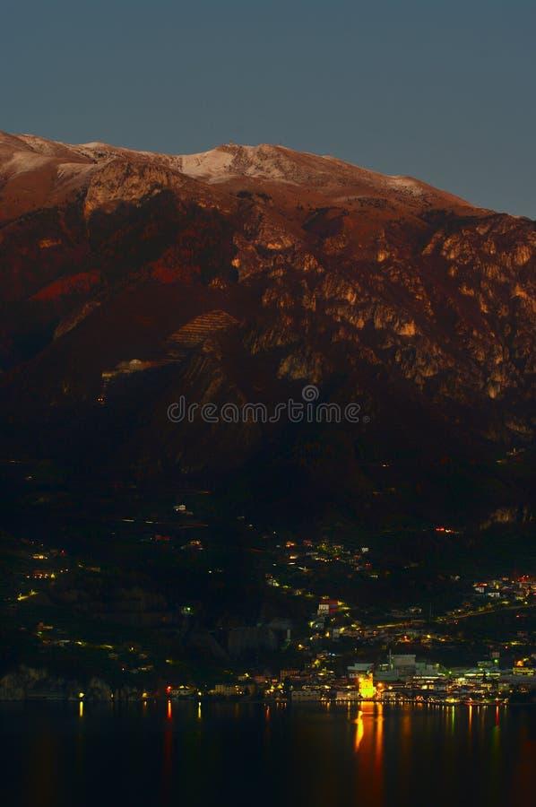 Solnedgång i sjön Iseo, Italien fotografering för bildbyråer