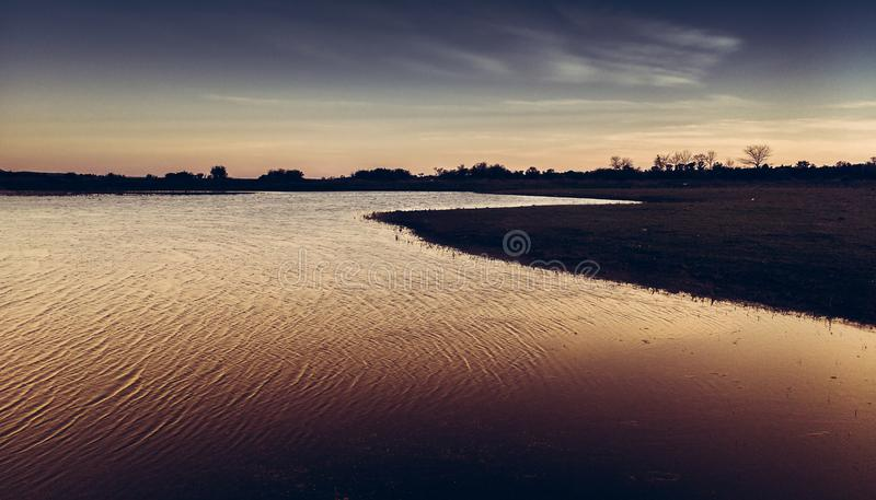 Solnedgång i slättarna arkivfoto