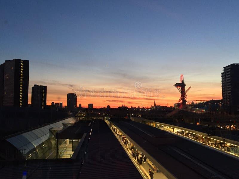Solnedgång i Stratford London fotografering för bildbyråer
